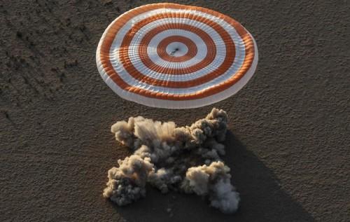 Atterrata la navicella di rientro Soyuz MS-05 Landing in Zhezkazgan, Kazakhstan