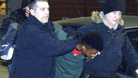 E' stato arrestato per l'omicidio di Pamela Mastropietro il nigeriano di 29 anni che era stato fermato ieri sera: si chiama Innocent Oseghale. L'uomo, in possesso di permesso di soggiorno scaduto da tempo, ha precedenti per droga.