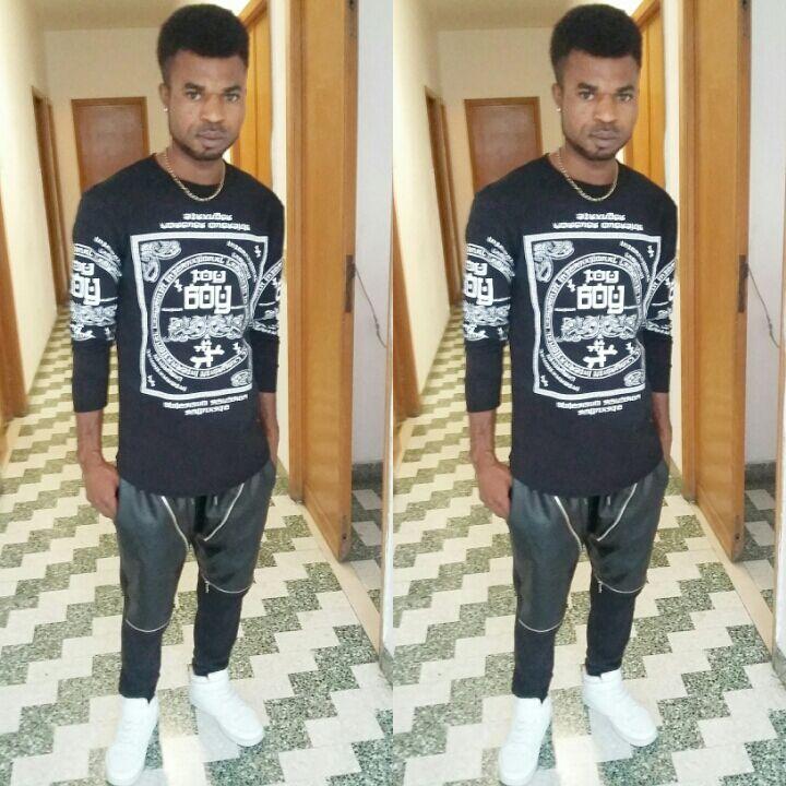 """Innocent Oseghale in una foto postata da lui stesso sulla quale scrive: """"La mia nuova capigliatura da star"""""""