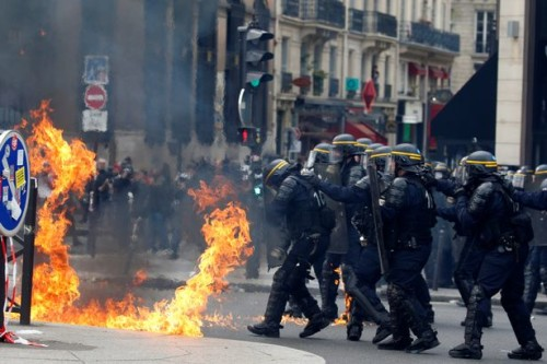 Paris 1 may 2018 : black bloc vs gendarmerie
