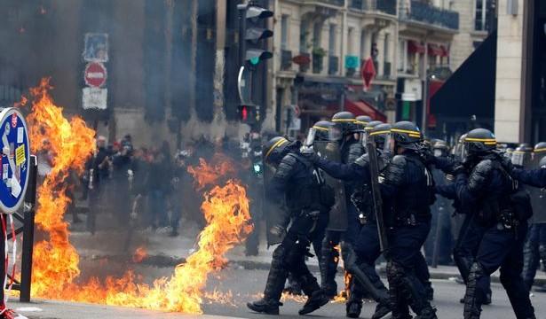 Parigi – 1 maggio 2018 – Black bloc Vs. Gendarmerie