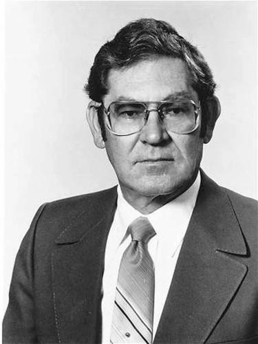 Dott. Lawrence Dunegan — Pediatra In memoria del Dr. Lawrence A. Dunegan 23 febbraio 1923 – 9 gennaio 2004